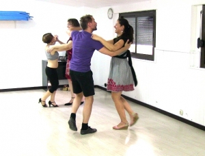 Salsa dance classes for a couples
