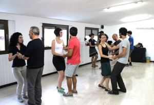 Salsa dance classes for romantic getaway